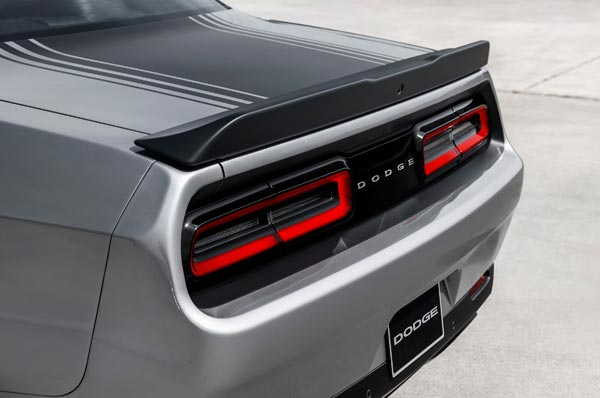 2015_Dodge_Challenger_Scat_Rear-600