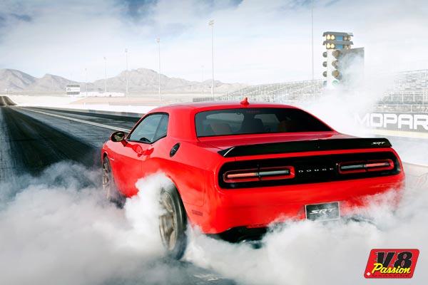 2015_Dodge_Challenger_SRT_Hellcat_Drag-600